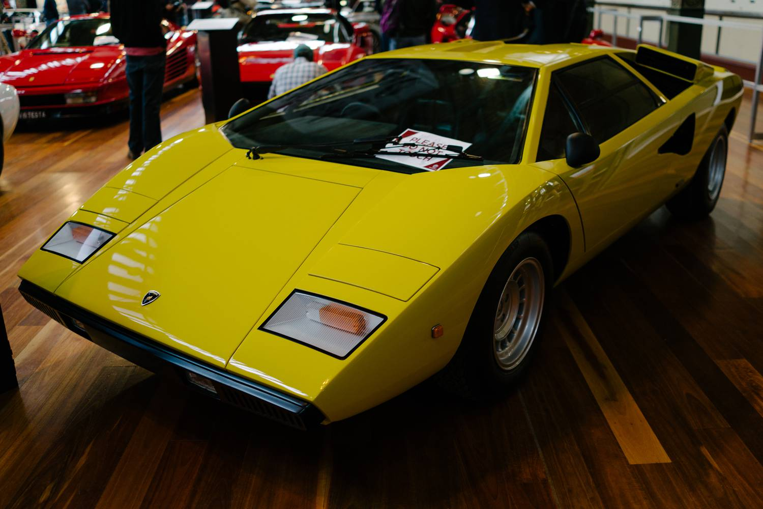 Lamborghini LP400 - Side